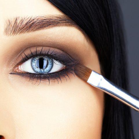 Hangend ooglid – hoe voer je correct make-up uit?