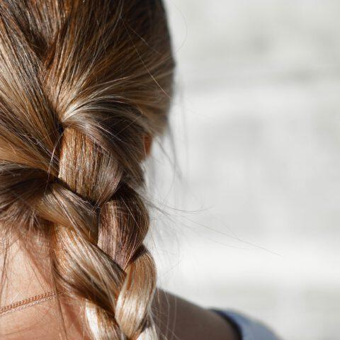 Veelvoorkomende fouten bij het behandelen van je haar met olie. Ik maakte ze ook!