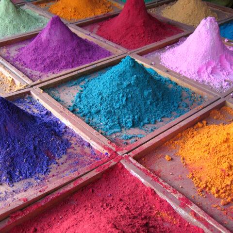Geel, groen en paars.. Waar komen de kleuren van minerale cosmetica vandaan?